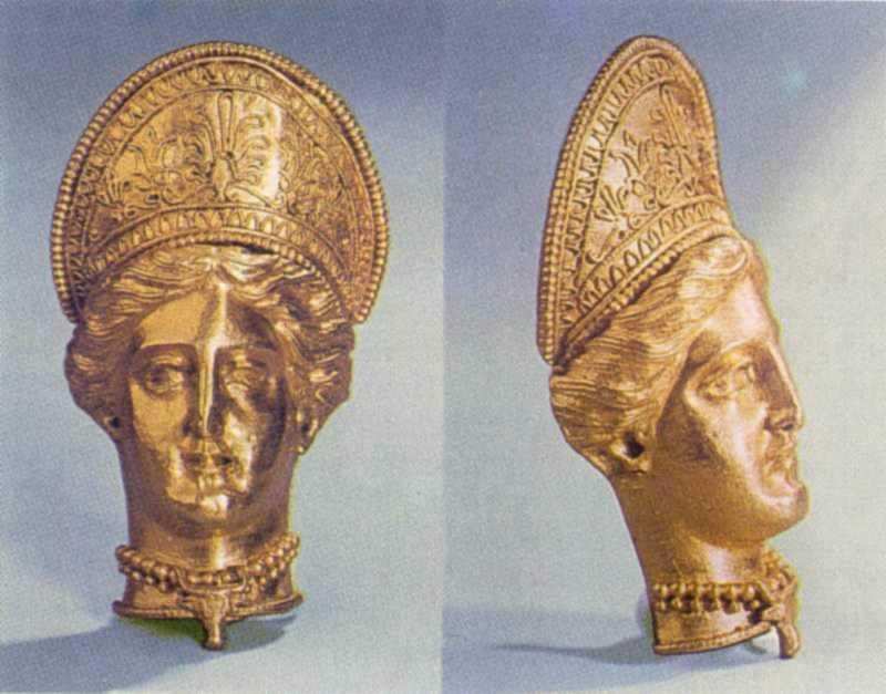 Підвіска у вигляді голови Деметри