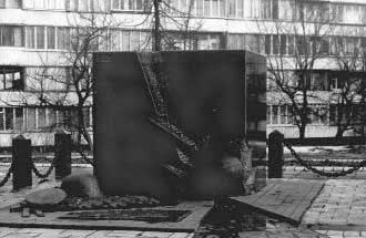 Пам'ятний знак на місці розстрілів…