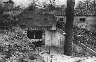 1943 р. Споруда на території табору