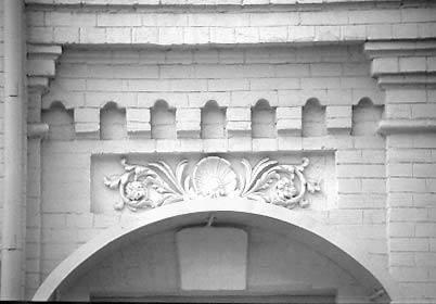 [2003 р.] Оздоблення арки входу