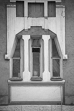 [2003 р.] Оздоблення вікон другого…