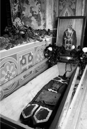 [2003 р.] Кипарисова труна…