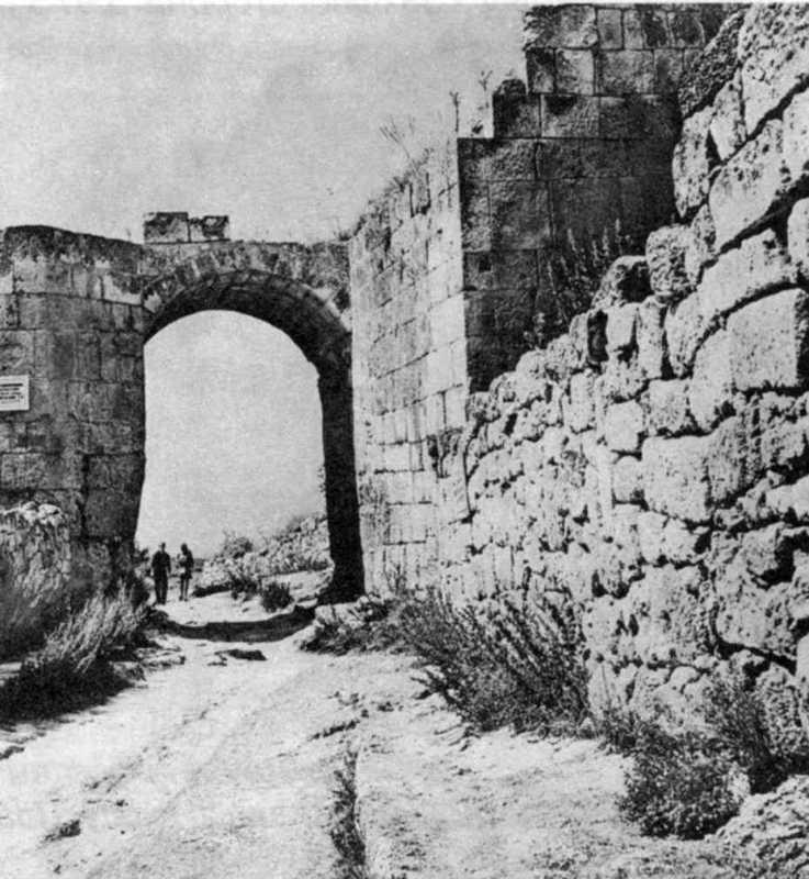 1973 р. Південна башта з брамою…