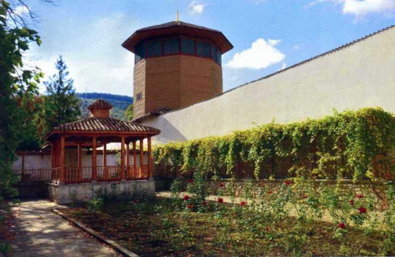 Басейновий дворик