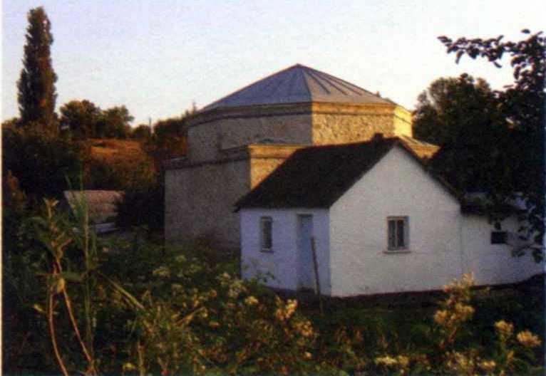 2006 р. Мавзолей серед сучасної забудови