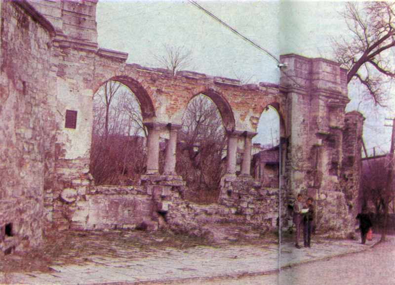 Рештки Миколаївської церкви XV-XVIII ст.