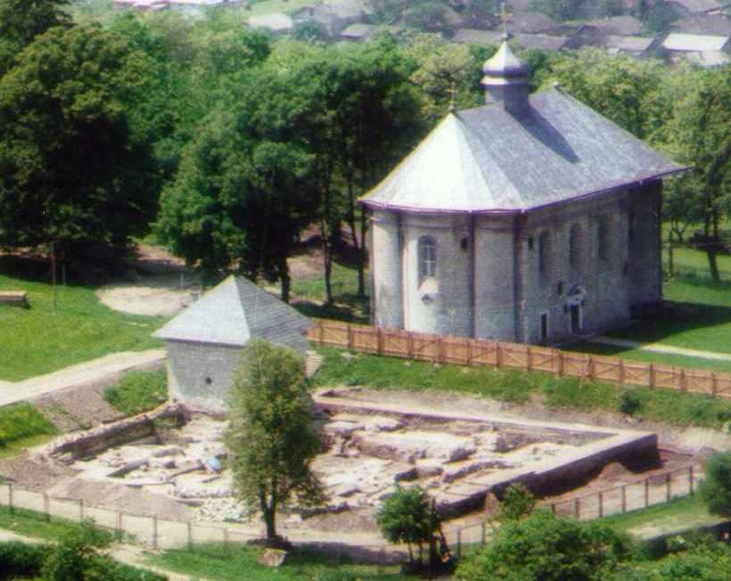 Розкоп і церква Успіння