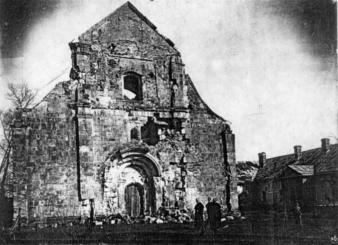 1915 р. Вигляд церкви після обстрілу – з заходу