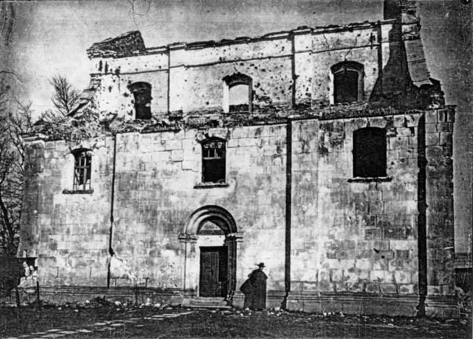 1915 р. Вигляд церкви після обстрілу –…