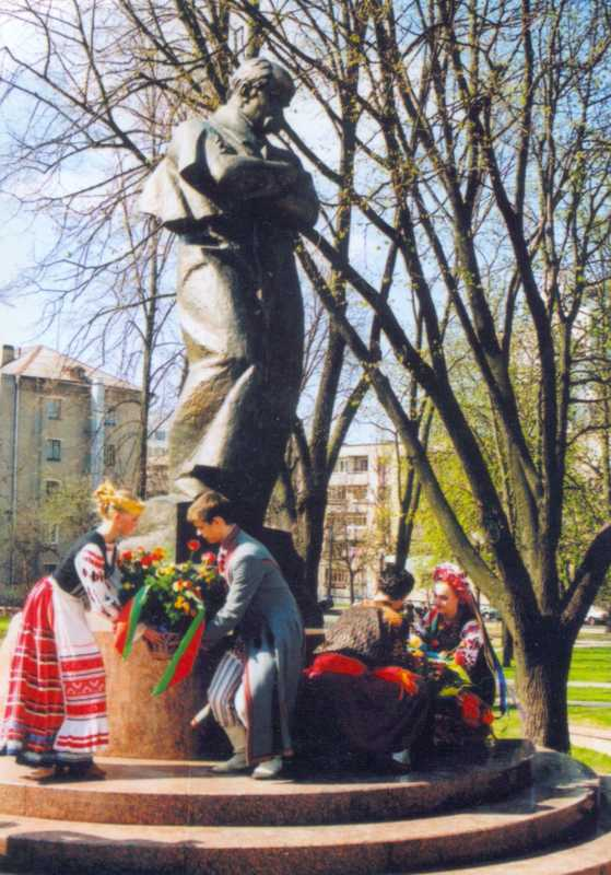 22.04.2002 р. Пам'ятник Т.Г.Шевченку