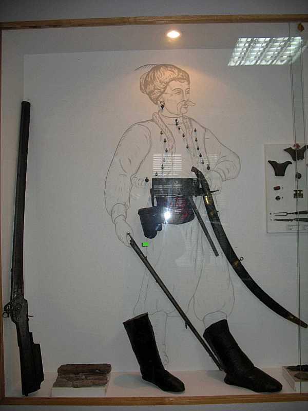 Схема фрагментів зброї та одягу пішого…