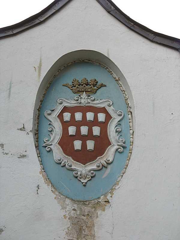 2006 р. Герб на брамі. Вигляд зі…