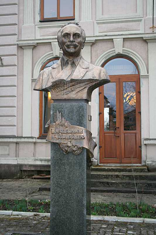 Пам'ятник В. Чорноволу