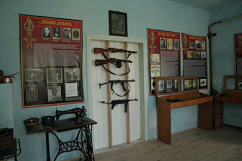Фрагмент експозиції зі стрілецькою зброєю