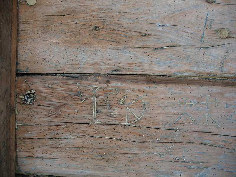 2008 р. Рисунки хрестів на стіні