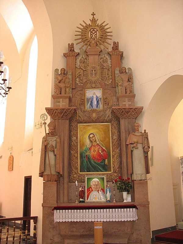 Правий бічний вівтар з іконою богородиці
