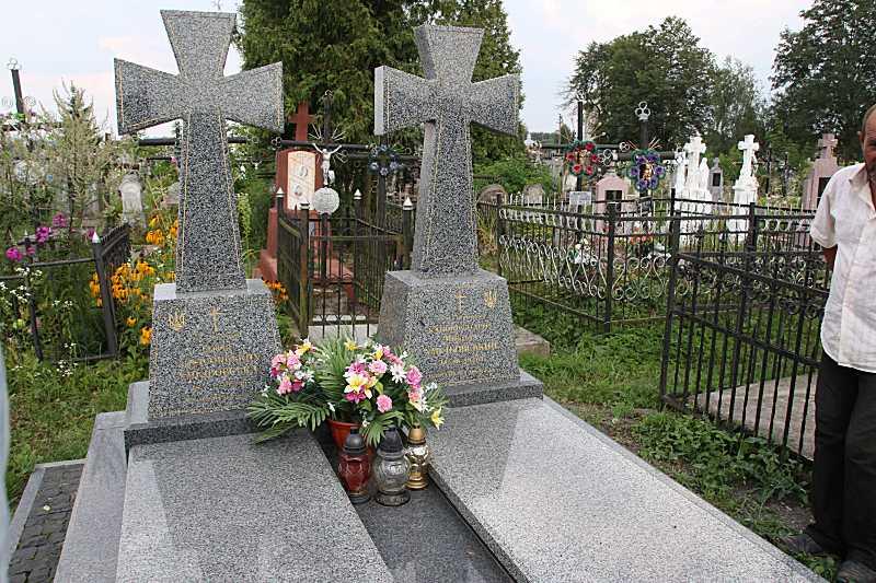Надгробки родини Хмільовських