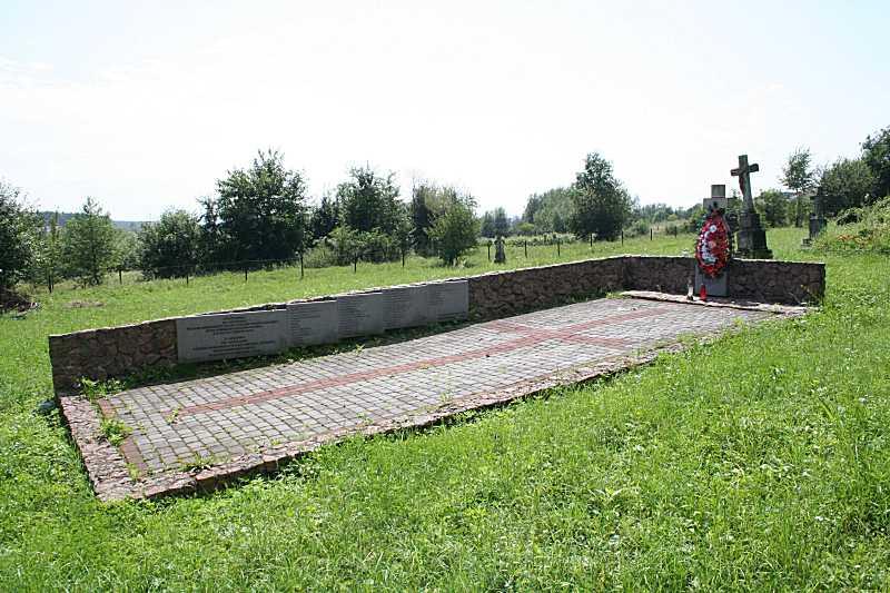 Пам'ятник загиблим полякам