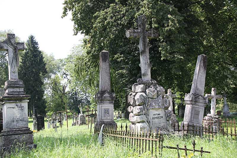 Надгробки з польськими написами