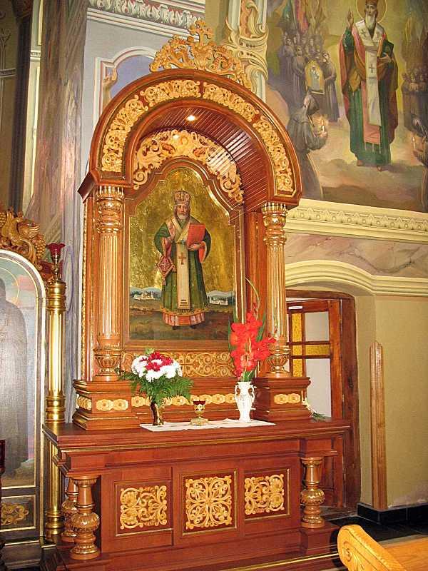 Кіот з іконою св. Миколи