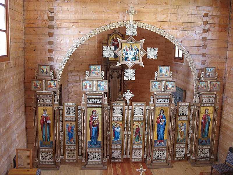 Інтер'єр з видом на іконостас із хорів