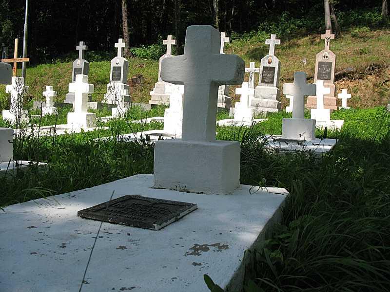 Одна з могил