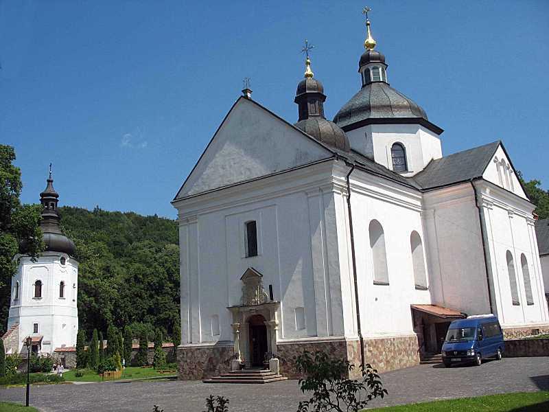 Дзвіниця і церква. Вигляд із заходу