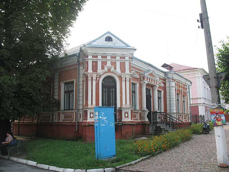 Житловий будинок (вул.Ревкомівська, 2)