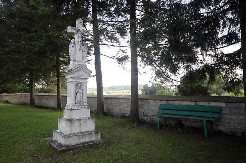 2017 р. Надгробок із розп'яттям