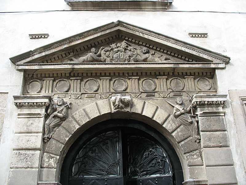 Верхня частина порталу