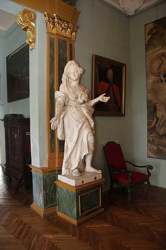 Скульптура жінки (2)