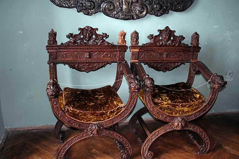 Два стільці