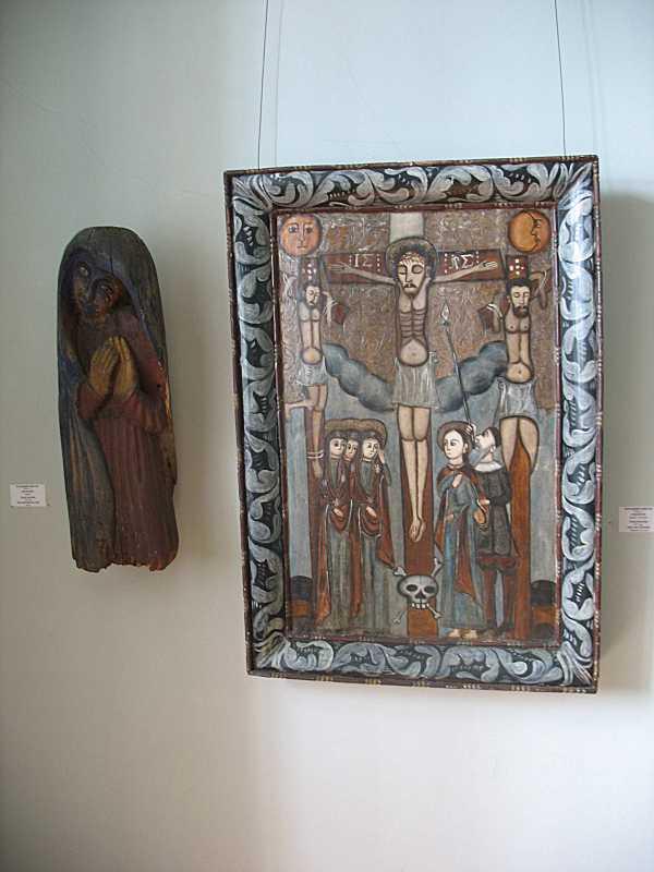 Скульптура святоі та ікона «Розп'яття»