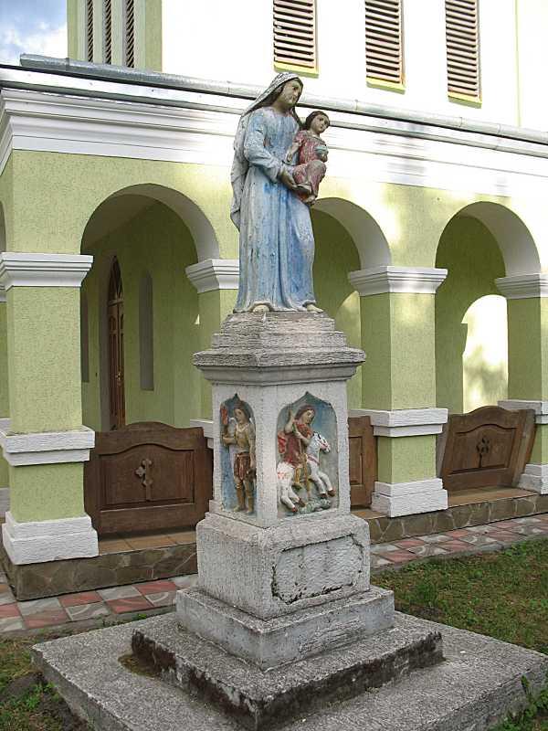 Скульптура «Богородиця з немовлям»