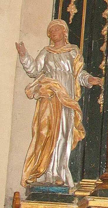 Скульптура святої ліворуч