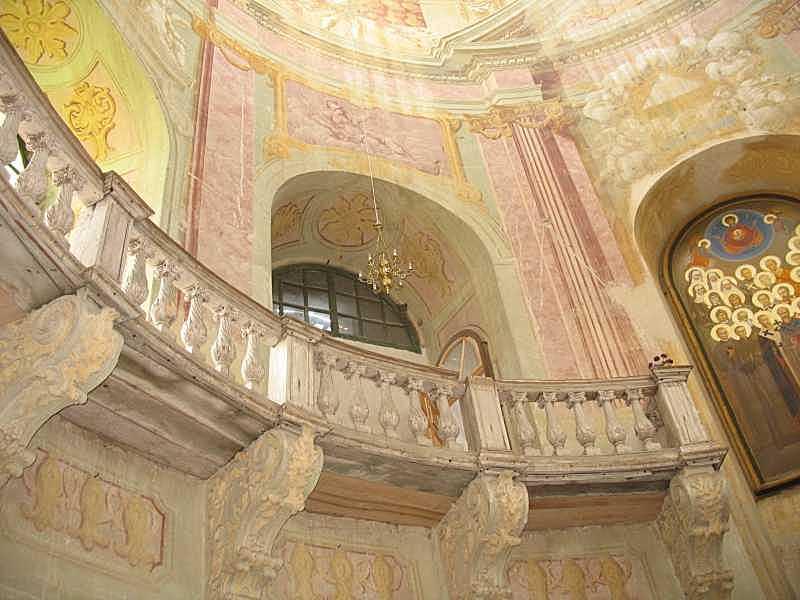 Балкон-хори під куполом