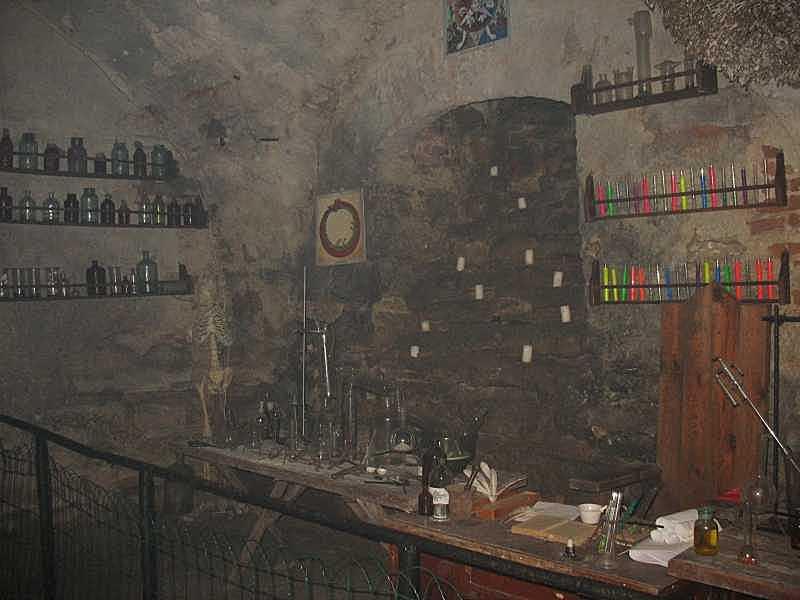 Алхімічна лабораторія