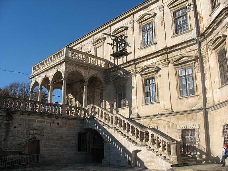 Південний фасад палацу