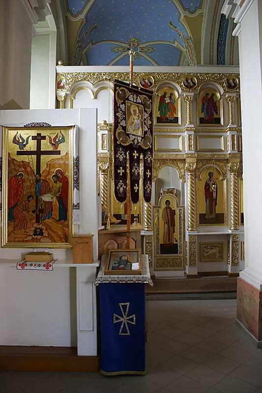 Ліва частина іконостаса (в північній наві)