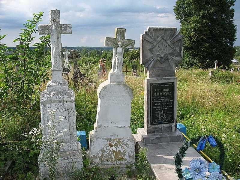 2011 р. Три могили