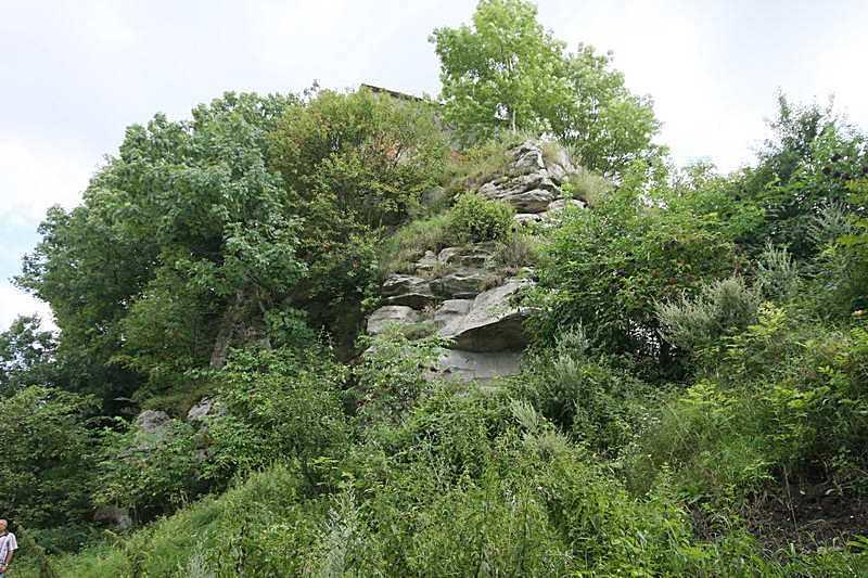 2011 р. Скелі на північ  від монастиря
