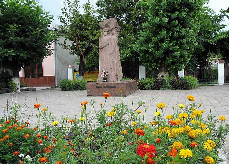 Пам'ятник Є. Коновальцю