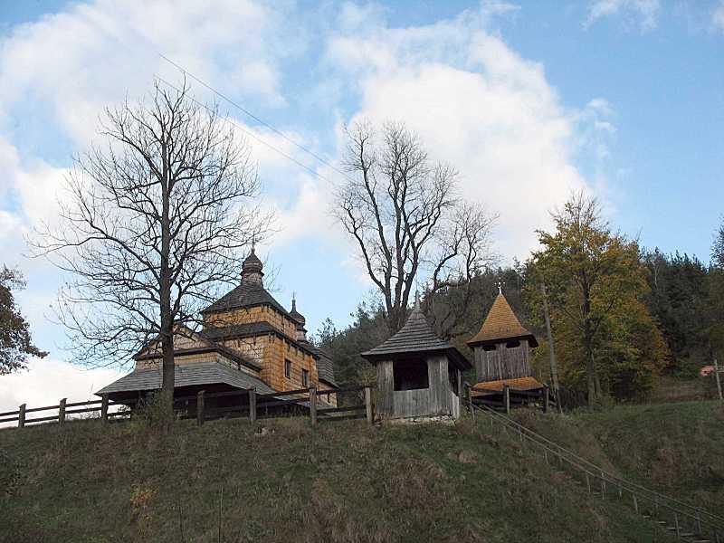 2008 р. Церква, каплиця та дзвіниця.…