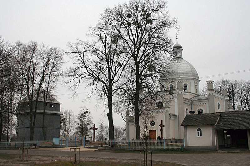 2016 р. Дзвіниця і церква. Вигляд з…