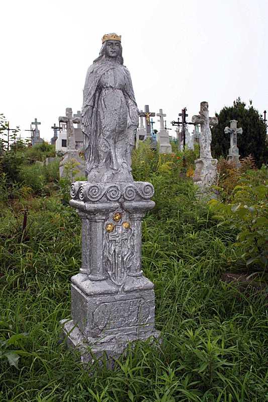 2018 р. Надгробок зі скульптурою…