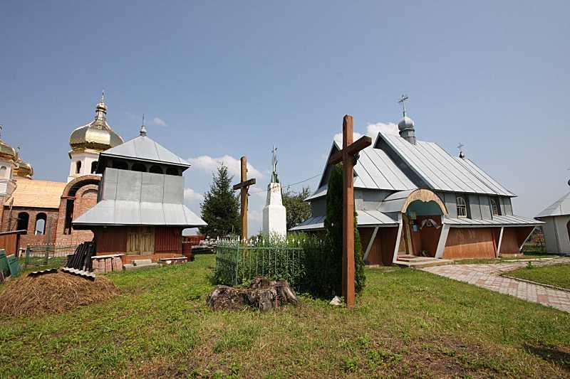 2010 р. Нова церква, дзвіниця і стара…