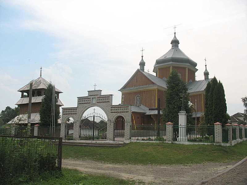 2010 р. Дзвіниця, брама і церква