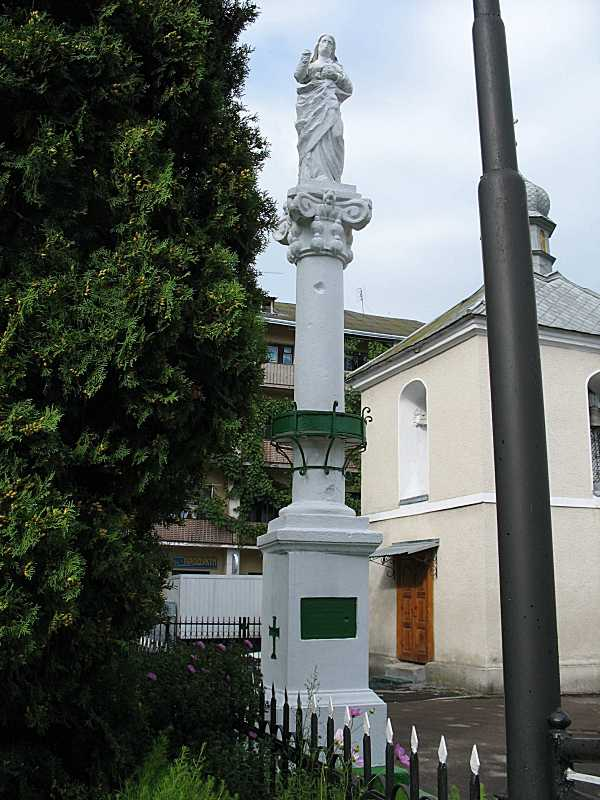 2006 р. Колона зі скульптурою Христа
