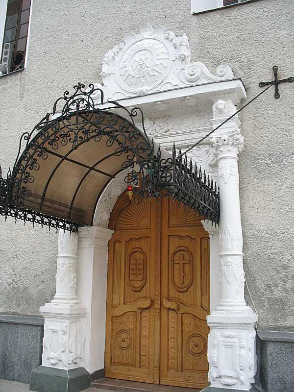 Портал головного фасаду