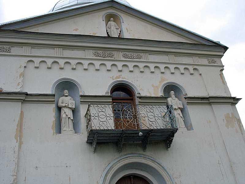 Верхня частина головного фасаду